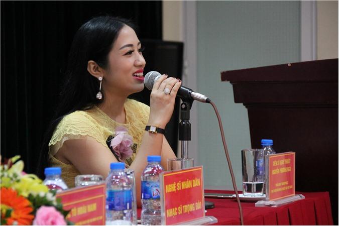 Thành viên BGK, TS nghệ thuật Nguyễn Phương Nga - Phó khoa Thanh nhạc - HV ÂNQG VN