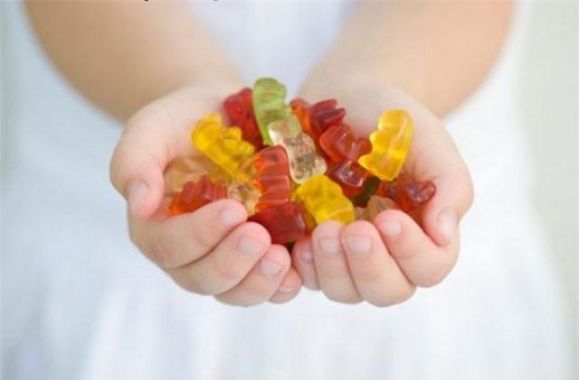 Tác hại đáng sợ của việc lạm dụng vitamin dạng kẹo
