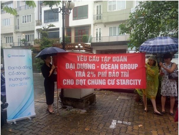 Chung cư Star City: Cư dân đội mưa đòi trả kinh phí bảo trì
