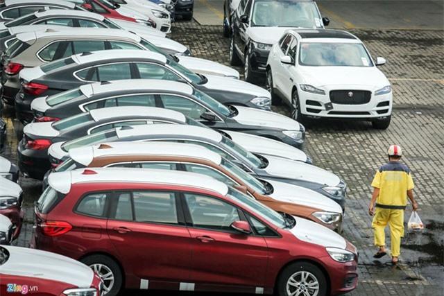 BẢN TIN TÀI CHÍNH-KINH DOANH: Bộ Tài chính muốn bỏ 2 thông tư quy định về điều kiện đối với ô tô nhập khẩu