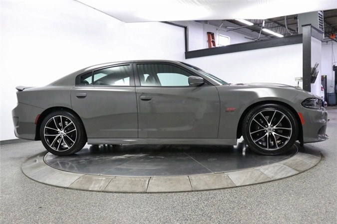 6. Dodge Charger R/T Scat Pack 2018 (giá khởi điểm: 39.995 USD).