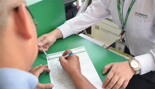 Cá nhân khó vay tiêu dùng khi bị 'điểm đen' tín dụng