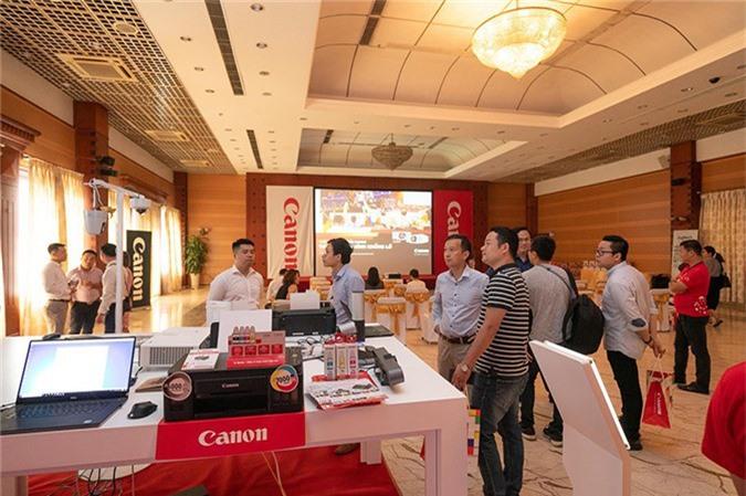 Canon mang màn hình khổng lồ tới Hà Nội