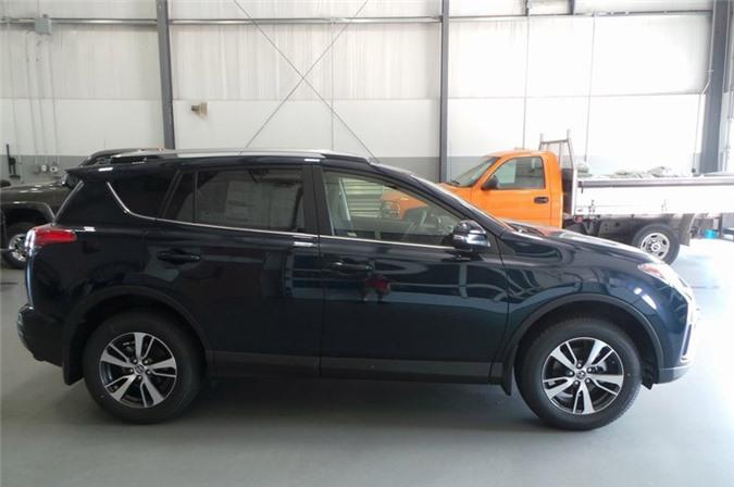 1. Toyota RAV4 (doanh số: 408.649 chiếc).
