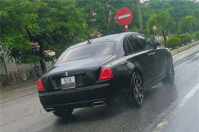 MC Ngoc Trinh so huu Rolls-Royce Ghost tien ty do Black Badge-Hinh-4