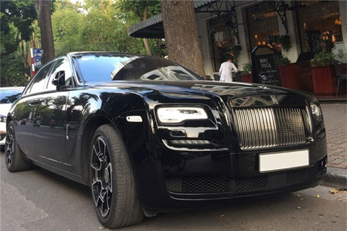 MC Ngoc Trinh so huu Rolls-Royce Ghost tien ty do Black Badge-Hinh-7