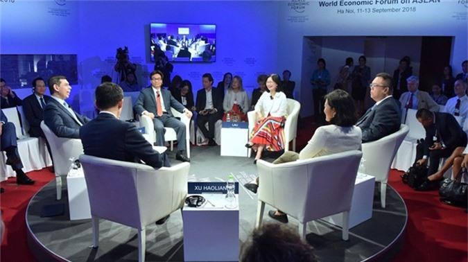 Các diễn giả tham gia phiên thảo luận về tương lai việc làm ASEAN. Ảnh: Giang Huy