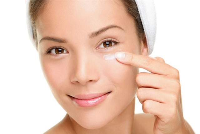 15 điều nên làm để hạn chế nếp nhăn dưới mắt
