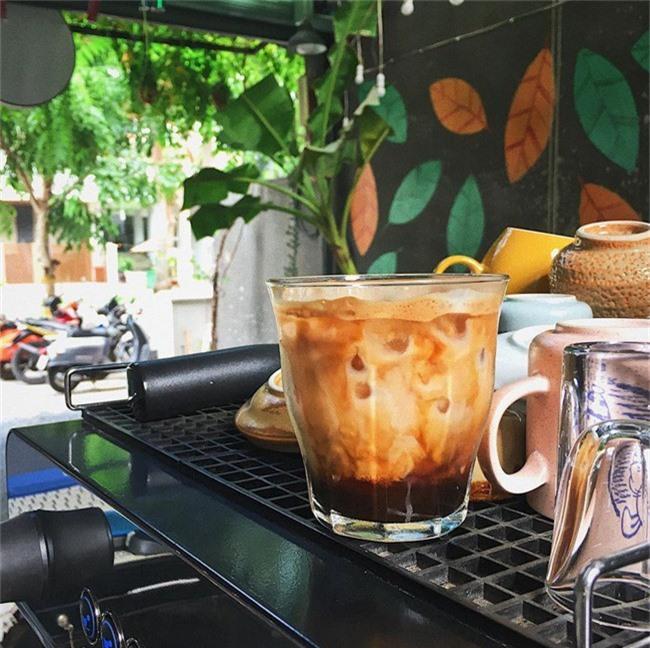 Dân sành cafe Sài Gòn chính hiệu mách bạn 5 địa chỉ thú vị để ngồi lì cả ngày không chán - Ảnh 4.
