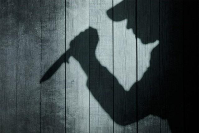 Sợ bị bỏ, chồng đâm vợ nhiều nhát dao
