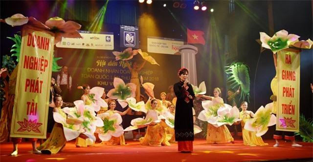 Tiết mục ''Hoa của đá'' Hiệp hội doanh nghiệp tỉnh Hà Giang.