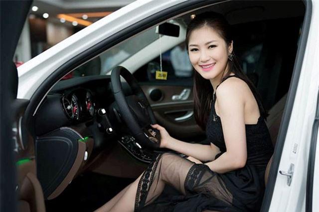 Ca sĩ Hương Tràm thực sự giàu cỡ nào?
