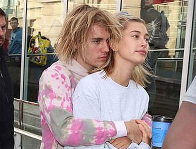"""Ghen tị với màn tỏ tình """"ngọt sún răng"""" của Justin Bieber dành cho vị hôn thê"""