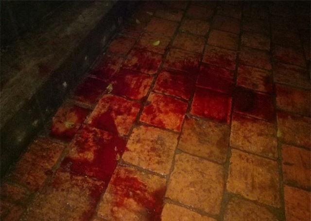 Con trai chém mẹ đẻ tử vong, vợ bị thương rồi tự sát