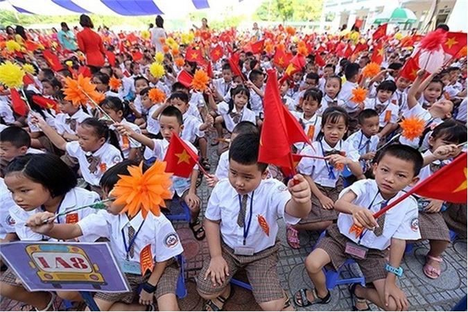 Sĩ số quá tải tại Hà Nội: Chỉ chăm chăm xây nhà chứ không quan tâm xây trường!