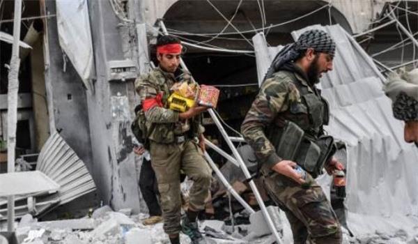 Phiến quân đột nhập nhà kho, cướp tài sản của người dân ở Bắc Syria
