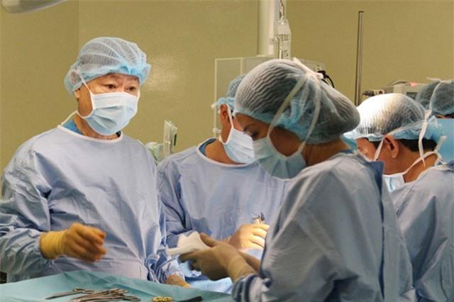 Gia đình yêu cầu 'mổ nhưng không được truyền máu', bác sĩ cứu người cách nào?