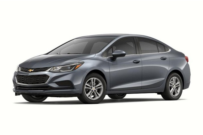 9. Chevrolet Cruze L Manual Sedan 2018 (giá: 16.975 USD).