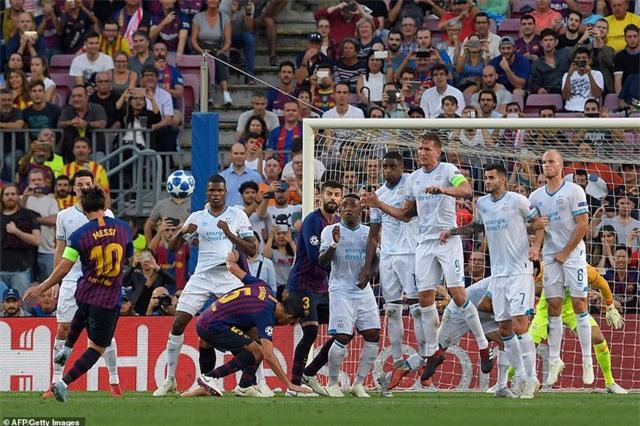 Messi nhận giải đầu tiên ở Champions League