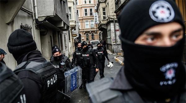 """Thổ Nhĩ Kỳ """"vô hiệu hóa"""" gần 60 phần tử khủng bố"""