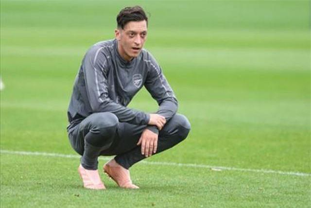 """""""Mesut Ozil sẽ rời Arsenal vào tháng 1 năm 2019"""""""