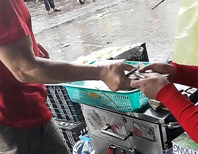 Tố cáo bảo kê, tiểu thương chợ Long Biên bị 'khủng bố'