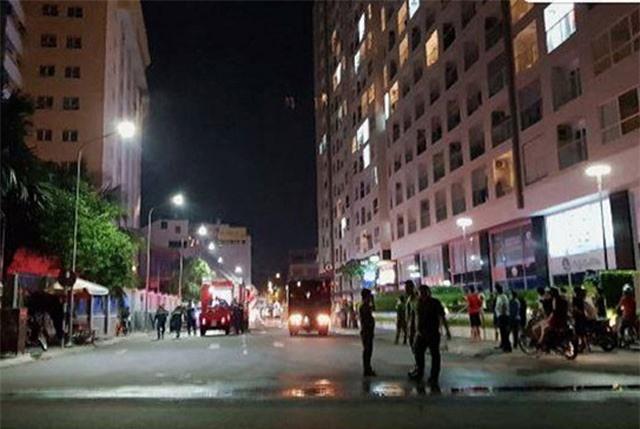 Cháy ở Waseco Plaza Sài Gòn, nhiều người tháo chạy lúc nửa đêm