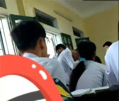 Clip: Thầy giáo chủ nhiệm bạo hành học sinh ngay trên lớp học