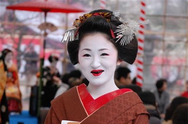 Giải mã tập tục nhuộm răng đen của người Nhật Bản
