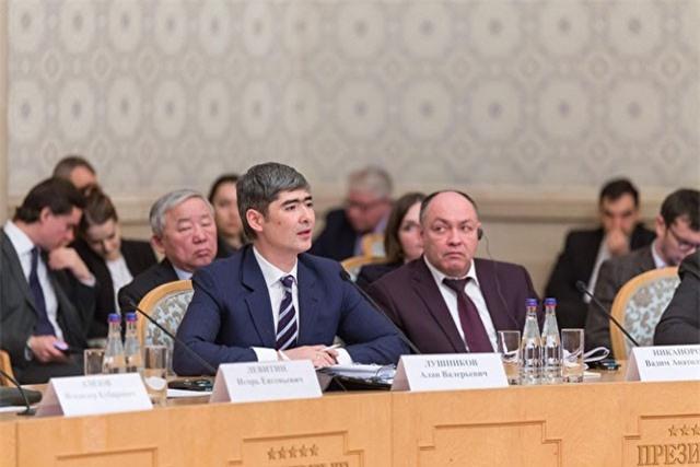 Thứ trưởng Bộ Giao thông vận tải Nga từ chức, tham gia ban nhạc rock