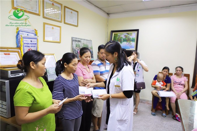 Vụ cháy Đê La Thành: Bệnh viện Phụ sản Hà Nội hỗ trợ 54 triệu đồng cho gia đình bị thiệt hại