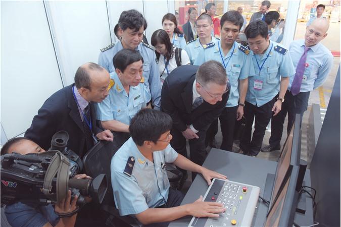 Chính phủ Hoa kỳ tài trợ hệ thống máy soi gần 200.000 USD cho Hải quan Việt Nam