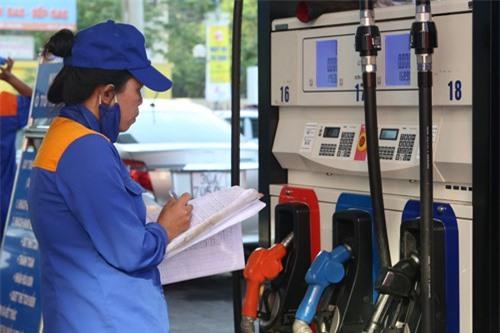 Lại đề xuất sửa cách tính giá cơ sở xăng dầu