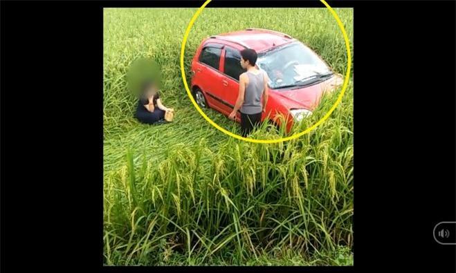 Clip: Hình ảnh ô tô 'bay' xuống ruộng sau tai nạn