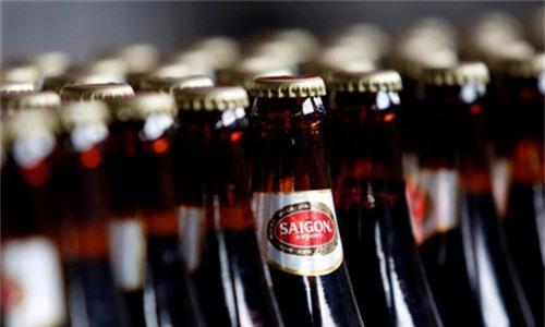 Dòng bia phổ thông của Sabeco. Ảnh: Reuters.