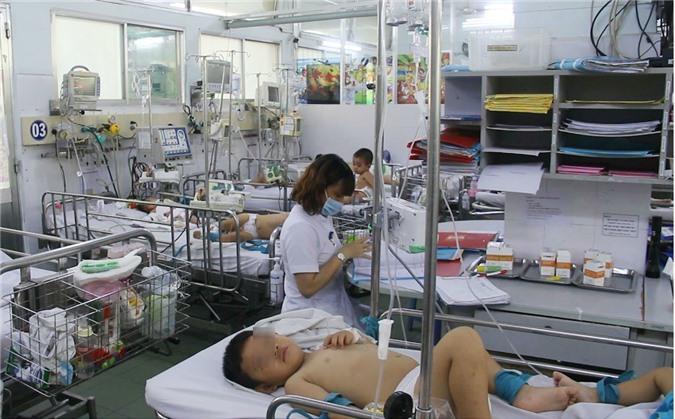 Hơn 53 nghìn người mắc bệnh tay chân miệng và 6 người tử vong, Bộ Y tế yêu cầu phòng chống dịch khẩn