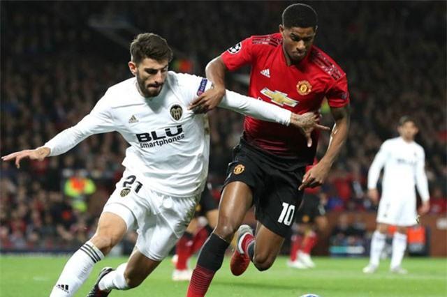 M.U lại gây thất vọng khi để Valencia cầm hòa đầy cay đắng.