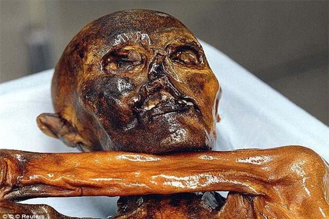 Hình xăm trên xác ướp người băng Otzi có sức mạnh thần thánh gì?