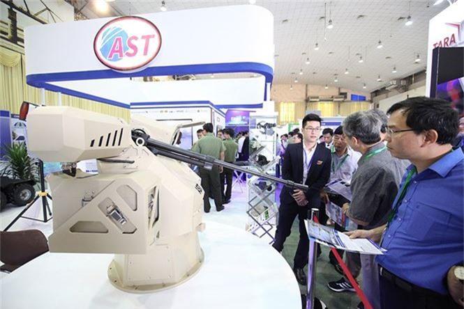 Dàn vũ khí tại triển lãm quốc tế về an ninh tại Hà Nội - ảnh 2