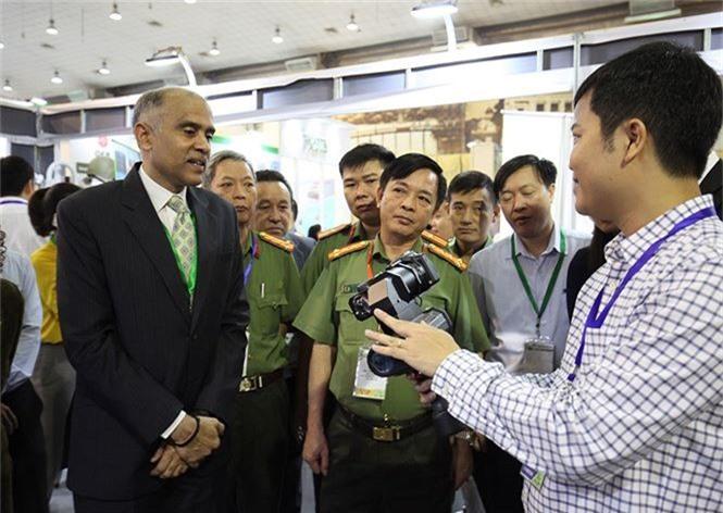 Dàn vũ khí tại triển lãm quốc tế về an ninh tại Hà Nội - ảnh 3