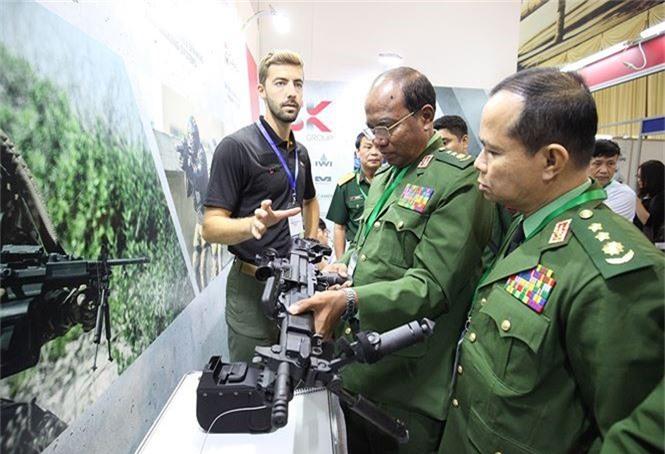 Dàn vũ khí tại triển lãm quốc tế về an ninh tại Hà Nội - ảnh 6