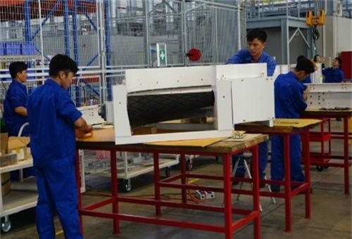 Bên trong một nhà máy sản xuất thiết bị nông nghiệp. Ảnh: Viễn Thông