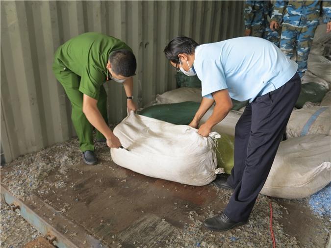 Cục Hải quan Đà Nẵng bắt giữ khoảng 06 tấn vảy tê tê và 02 tấn ngà voi