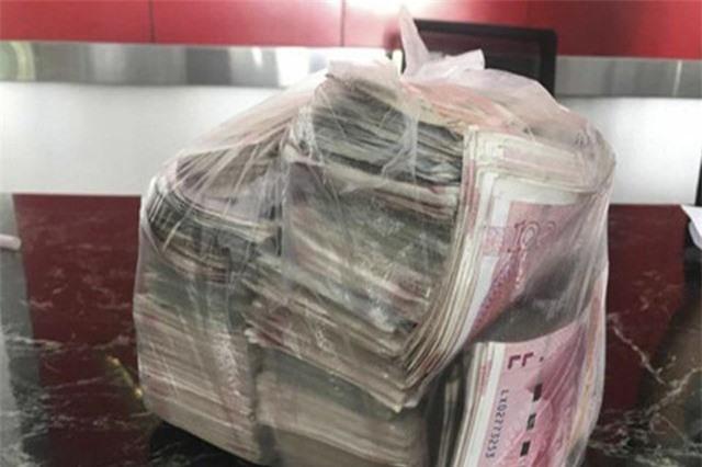 Nhặt túi tiền hơn 500 triệu đồng, trả lại người mất và từ chối tiền thưởng
