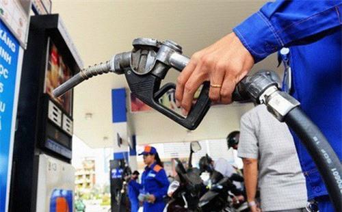 Từ 15h ngày 6/10/2018, giá xăng dầu đồng loạt tăng vọt từ 403 - 752 đồng/lít. Ảnh internet