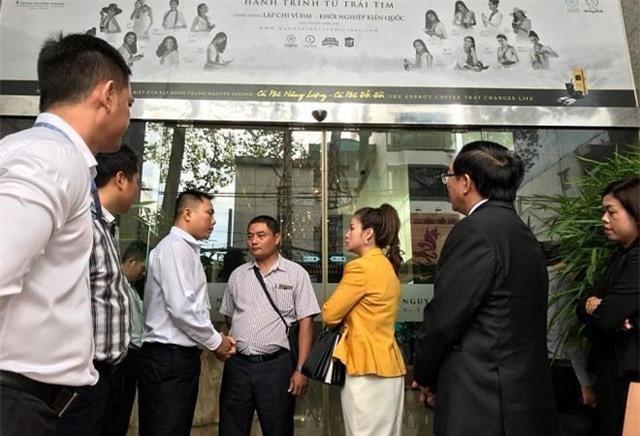 """Bị """"chặn đường"""" về Trung Nguyên, bà Lê Hoàng Diệp Thảo yêu cầu cưỡng chế thi hành án"""