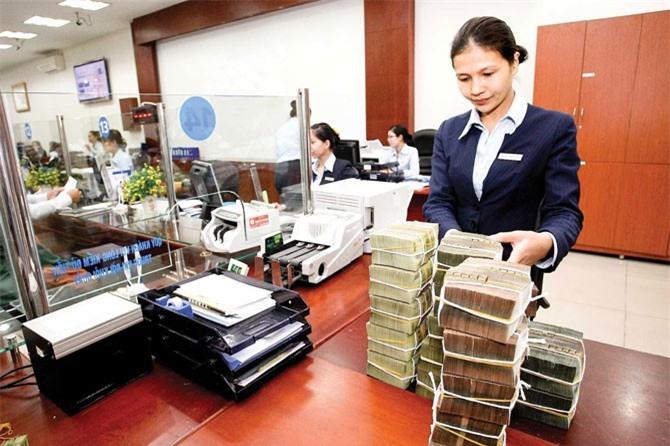 Nhiều ngân hàng thoái vốn.