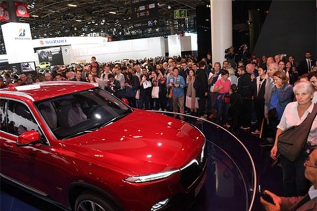 Gian hàng của VinFast tại Paris Motor Show quá tải dịp cuối tuần