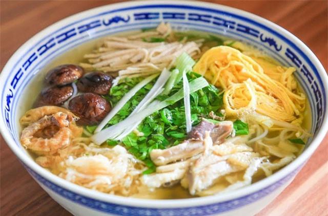 Clip: Học cách nấu món bún thang ngon như người Hà Nội