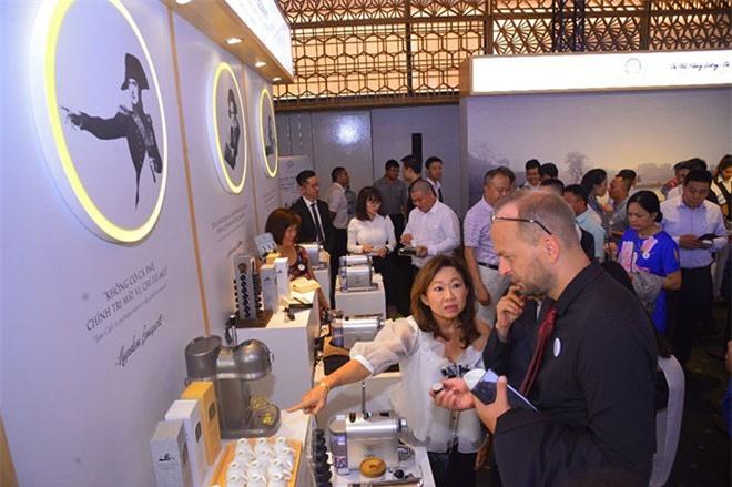Các mẫu sản phẩm cà phê viên nén với ba hương vị Roman – Ottoman – Thiền đặc biệt, khác biệt được giới thiệu đến khách hàng trong lễ ra mắt thương hiệu Trung Nguyên Legend.